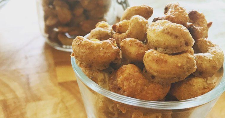 Sprödrostade cashewnötter med honung och kardemumma