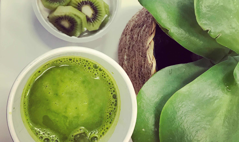 En grön smoothie. Antiinflammatorisk och hardcore. (AIP)