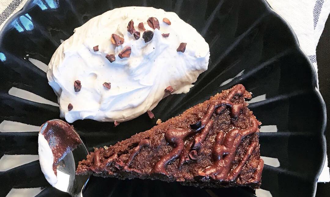 Chokladkaka med touch av lakrits, choklad extra allt! (Paleo)
